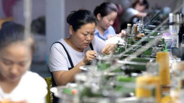 Pekerja garmen Cina.