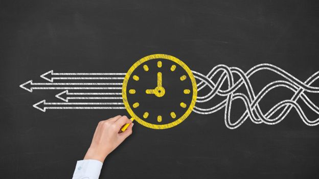 Ilustracion de un reloj y el flujo del tiempo