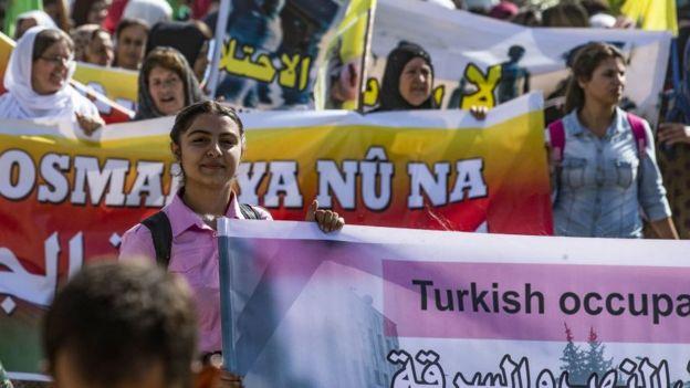 Suriye'nin kuzeydoğusunda yaşayan Kürtler, Türkiye'nin olası operasyonunu protesto etti