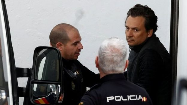Emilio Lozoya (right) is escorted by Spanish police officers. Photo: February 2019