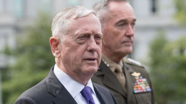 El secretario de Defensa de EE.UU., James Mattis, acompañado del jefe del Estado Mayor Conjunto, Joseph Dunford.