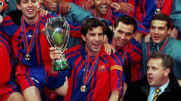 Figo celebra la Supercopa