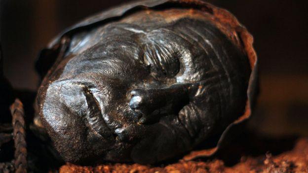 Outro ângulo do Homem de Tollund, de 2,4 mil anos, que de tão bem conservado foi confundido com um menino desaparecido em 1950