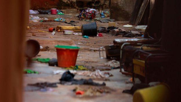 Os itens são vistos espalhados dentro das instalações da escola da escola islâmica Daru Imam Ahmed Bun Hambal em Rigasa Kaduna, Nigéria, 27 de setembro de 2019.