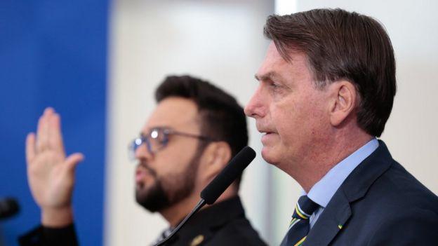 Bolsonaro concede entrevista em 16/4 em brasilia