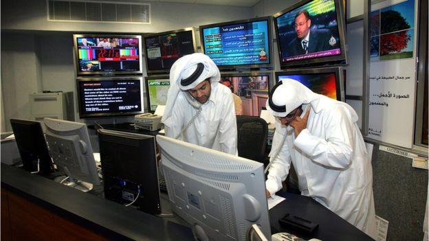عاملان في قناة الجزيرة