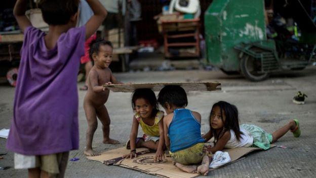 Crianças sem-teto em Manila, março de 2017
