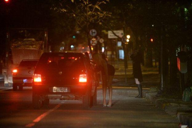 Ilustrasi praktik prostitusi. [foto: VANDERLEI ALMEIDA/AFP/Getty Images]