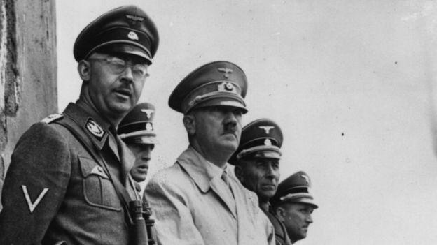 Heinrich Himmler y Adolf Hitler.