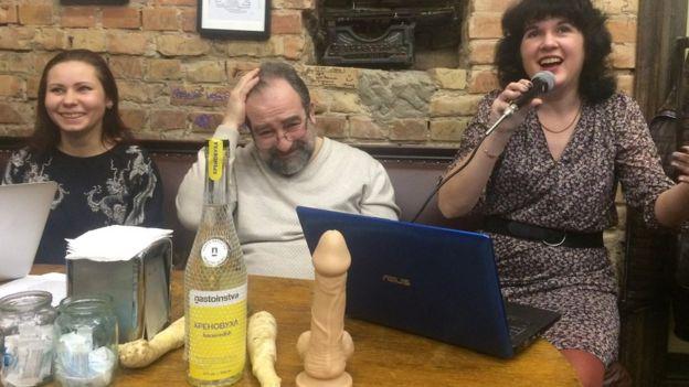 """Писательница из Херсона получила """"Золотой хрен"""" как автор худшего описания секса в литературе"""