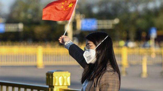 伴随中国确诊数字下降,其他国家疫情不断加重,中国人的爱国热情又一次高涨。