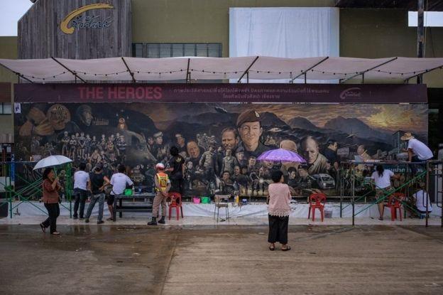 থাই শিল্পীদের আঁকা ছবি