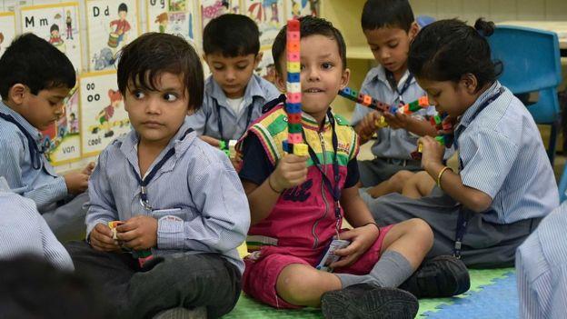 Niños escolares en Delhi
