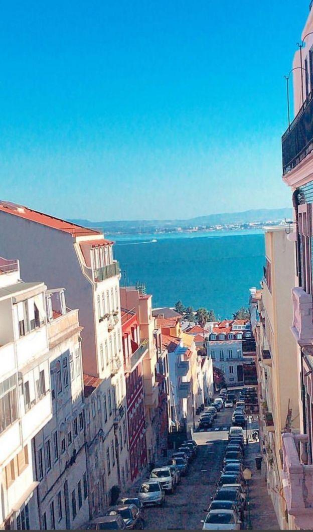 Imagem mostra de vista de apartamento na Lapa, em Lisboa, Portugal