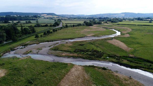 Rio Tene, no Reino Unido, está quase seco