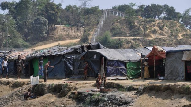 Picture of a Rohingya camp on no man's land between Bangladesh and Myanmar. The camp is along Myanmar's border fence