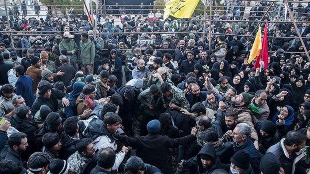 قاسم سلیمانی در ساعات اولیه صبح روز چهارشنبه در گلزار شهدای کرمان دفن شد
