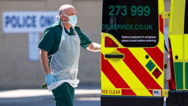Сотрудник британской службы скорой помощи