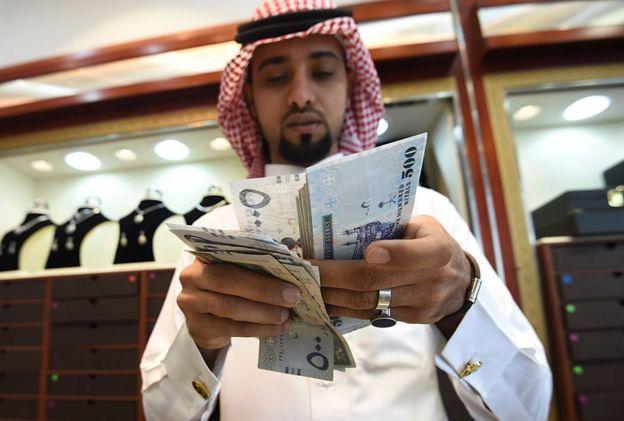 ماذا تعرف عن الأموال والأرصدة السعودية في الخارج؟
