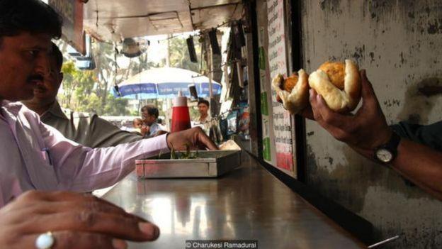 """Kaushal Karkhanis: """"Tôi nghĩ đó là trải nghiệm đầu tiên """"ăn ngoài"""" gần như bất cứ ai ở Mumbai""""."""