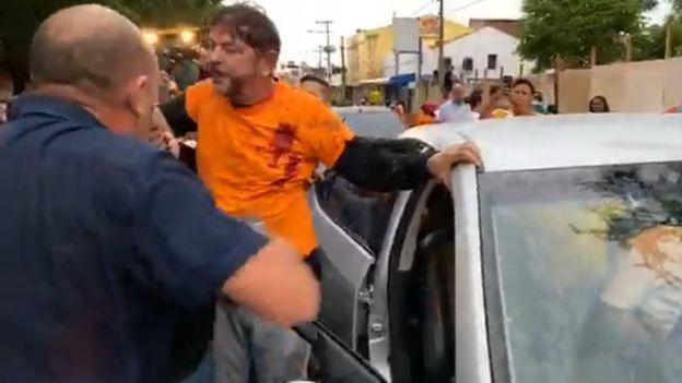 Cid Gomes após ser baleado