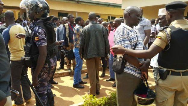 Polisi watawanya waandamanaji katika mahakama ya Kampala