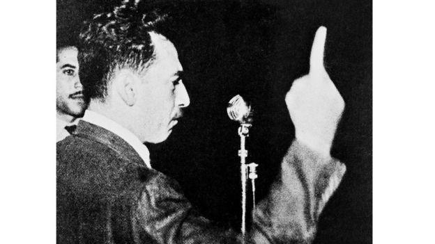 Jorge Amado discursando em comício em São Paulo em 1946