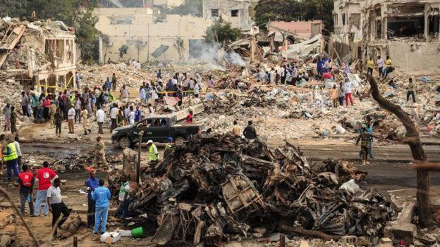 La explosión derrumbó edificios, hoteles, oficinas del gobierno y comercios.