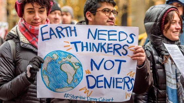 نشطاء مناصرون للبيئة