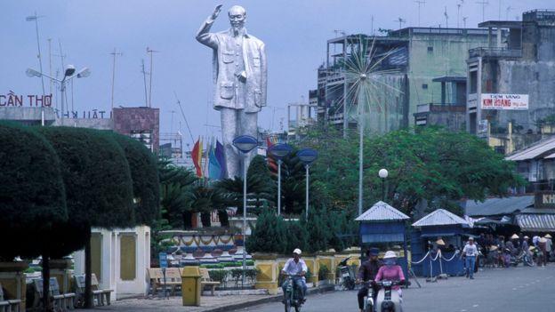 Tượng Chủ tịch Hồ Chí Minh tại Cần Thơ