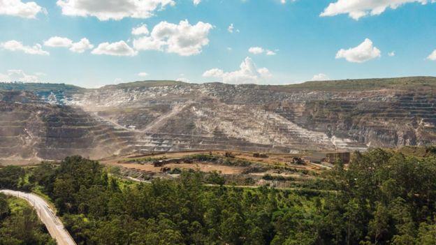 Foto da mina do Periquito, em Itabira