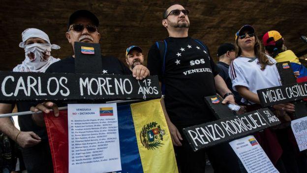 Manifestación por las personas muertas durante las protestas.