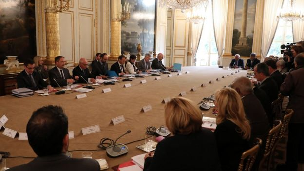 Reunión entre el gobierno francés y las autoridades de Nueva Caledonia