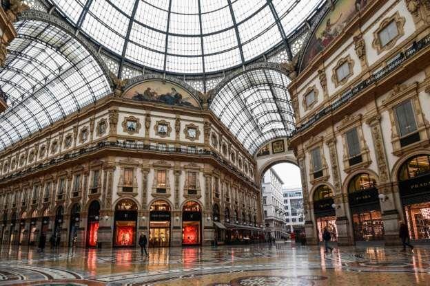 Торговый пассаж на Пьяцца Дуомо в Милане