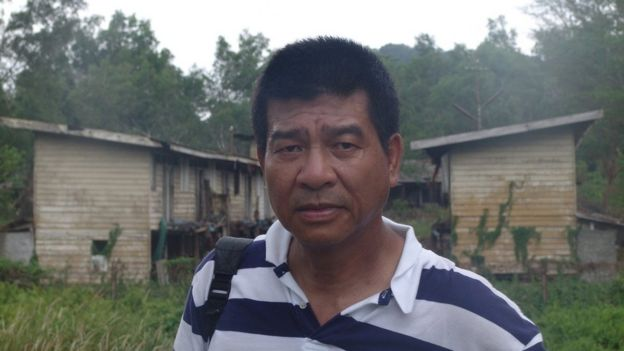 Nhà báo Đinh Quang Anh Thái trong lần về thăm trại tị nạn Galang năm 2007