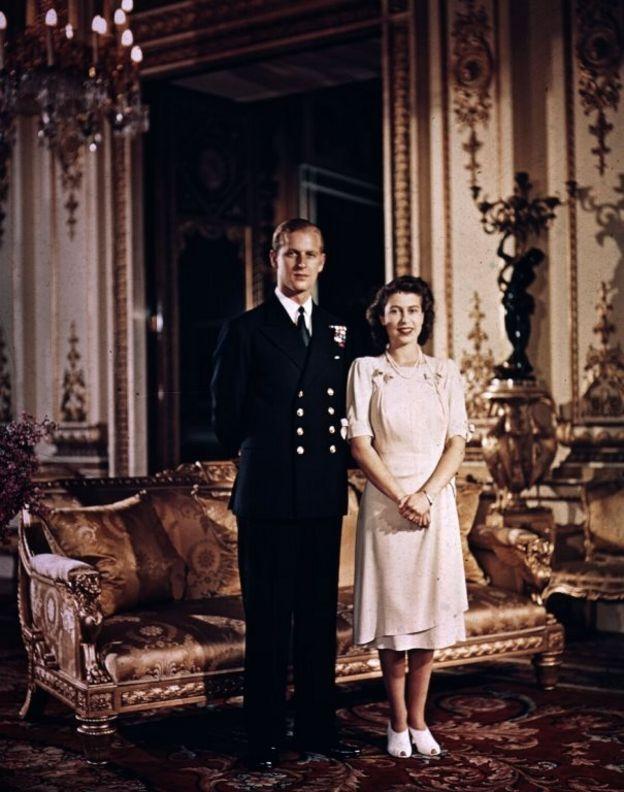 Официальная фотография после помолвки Елизаветы и Филипа
