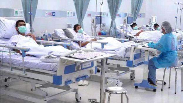Meninos resgatados de caverna na Tailândia se recuperam em hospital