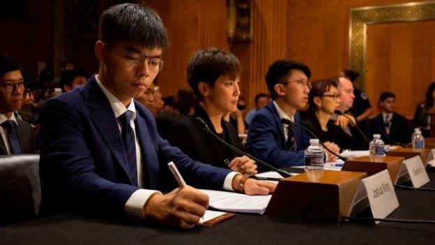 Joshua Wong cùng các nhà hoạt động Hong Kong ra điều trần trước Ủy ban Điều hành của Quốc hội Đặc trách về Trung Quốc tại Thượng viện Mỹ hồi tháng 9