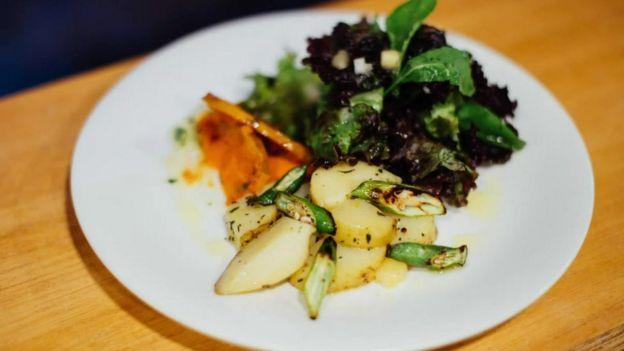 Ensalada, verduras y papa