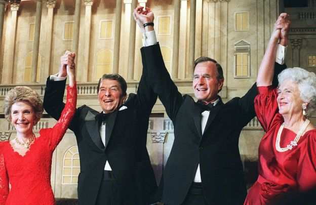 Nancy Reagan, Ronald Reagan, George H. W. Bush y Barbara Bush.