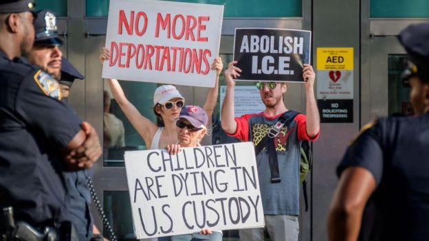 Активисты требуют освобождения детей из центров временного содержания