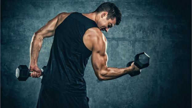 No puedo estirar el brazo biceps
