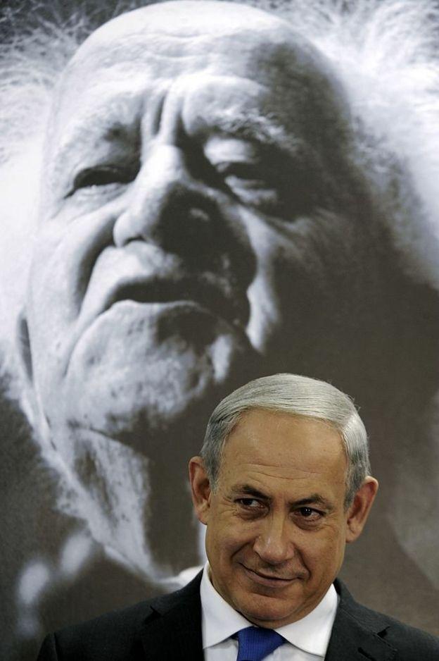 Нетаньяху на фоне портрета Давида Бен-Гуриона