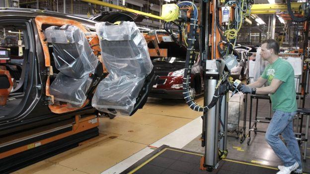 協定要求汽車廠商在北美地區製造汽車時,必須最少40%使用來自北美地區的零件。