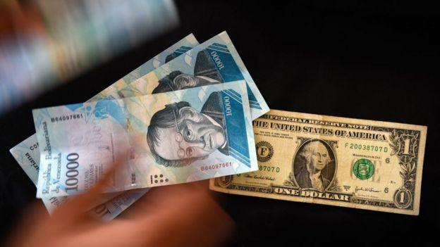 Bolívar y dólar