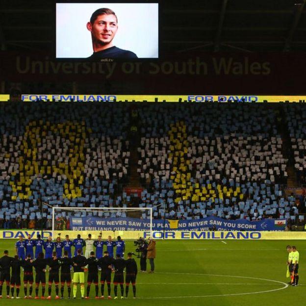Emiliano Sala en el campo del Cardiff
