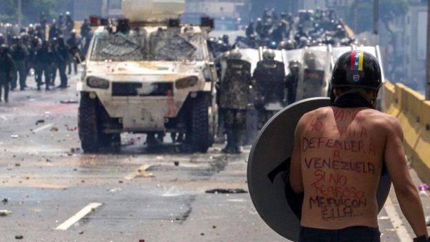 دولت مادورو اعتراضات را توطئه کشورهای بیگانه به خصوص آمریکا می خواند