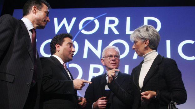 Babacan, uzun süre İsviçre'nin Davos kasabasında düzenlenen Dünya Ekonomik Forumu'nda Türkiye'yi temsil eden en üst düzey yetkili olmuştu.