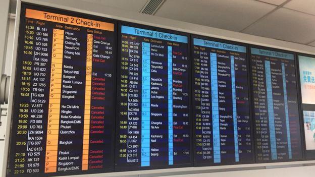 香港机场除已完成登机程序的离港航班及正前往香港的抵港航班外,今日余下所有航班已全部取消。