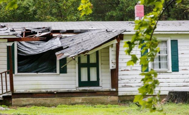 поврежденный дом